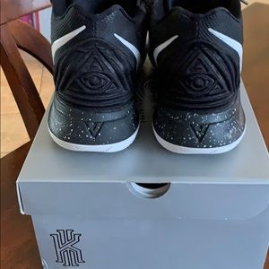Nike Shoes - Kyrie Irving sneakers - size 12 mens